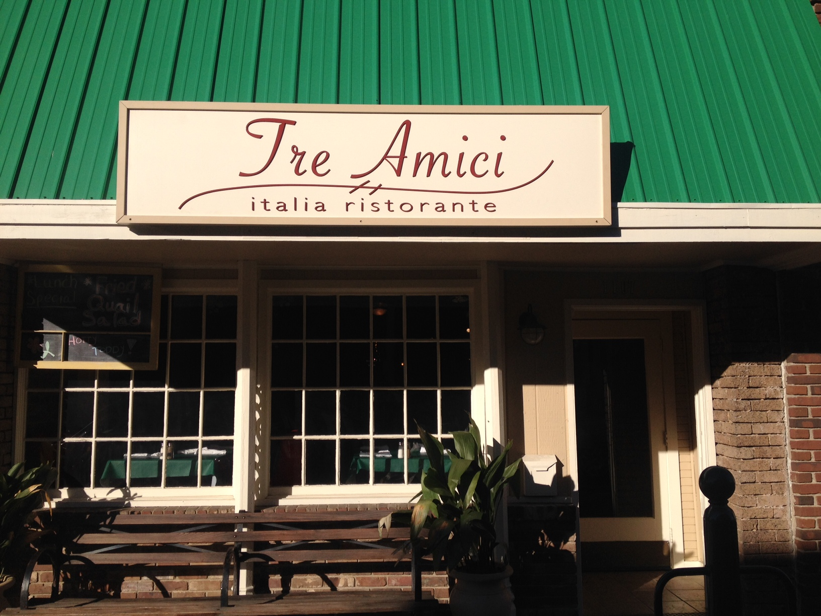 Tre Amici Offers Taste of Italy In Oxford's Square